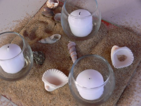 yet simple and romantic beach theme wedding centerpieces