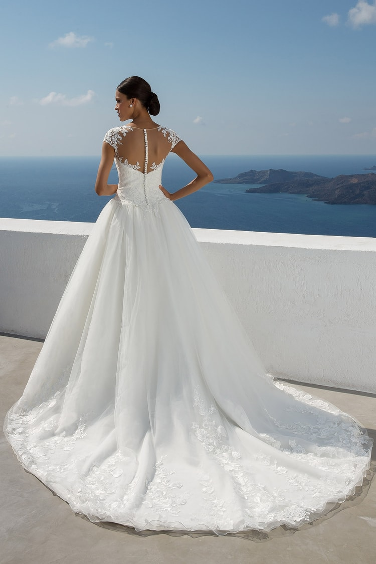 2018 destination wedding dresses 34