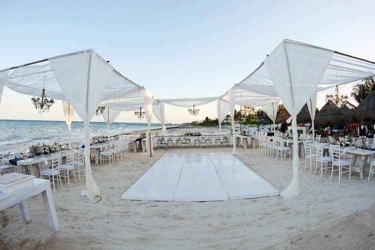 barefoot beach wedding in cancun 42