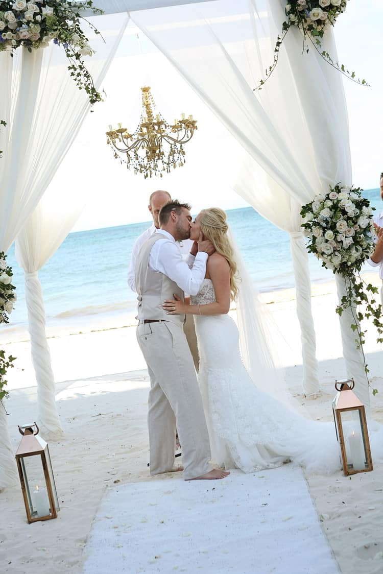 barefoot beach wedding in cancun 76