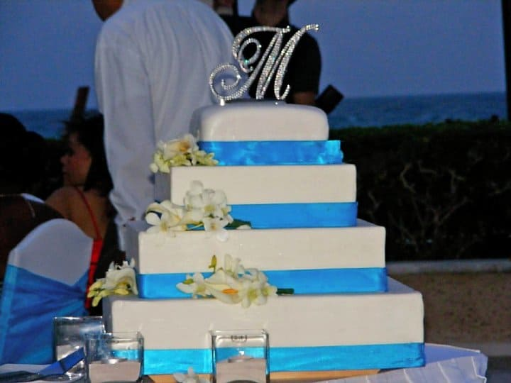 blue tropical beach wedding cakes