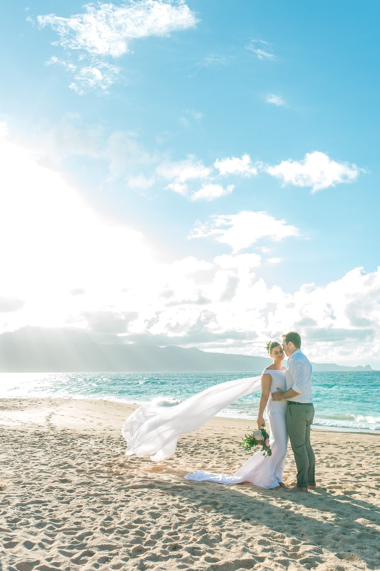 Tropical Destination Vow Renewal in Hawaii | Destination Wedding Details