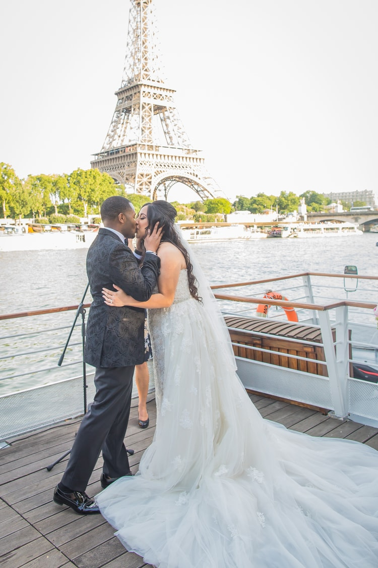 An Elegant River Boat Destination Wedding in Paris with Stunning ...