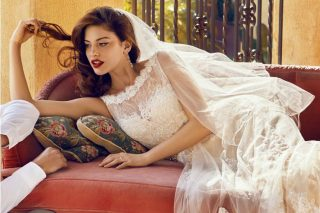 14 Beautiful Wedding Dresses Ideal for a Destination Wedding