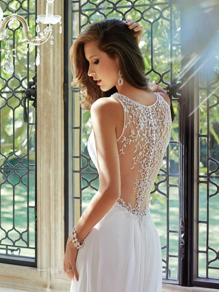 guide to destination wedding dresses-featured