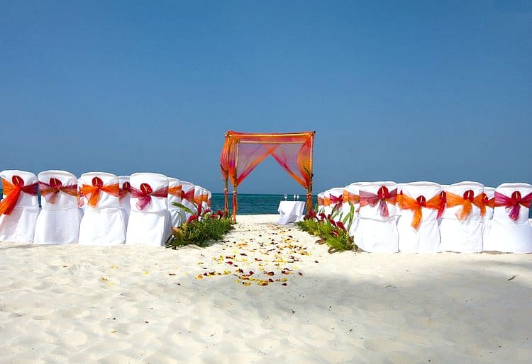 Gorgeous wedding arch decoration destination wedding details orange and fuchsia beach wedding arch decoration2 junglespirit