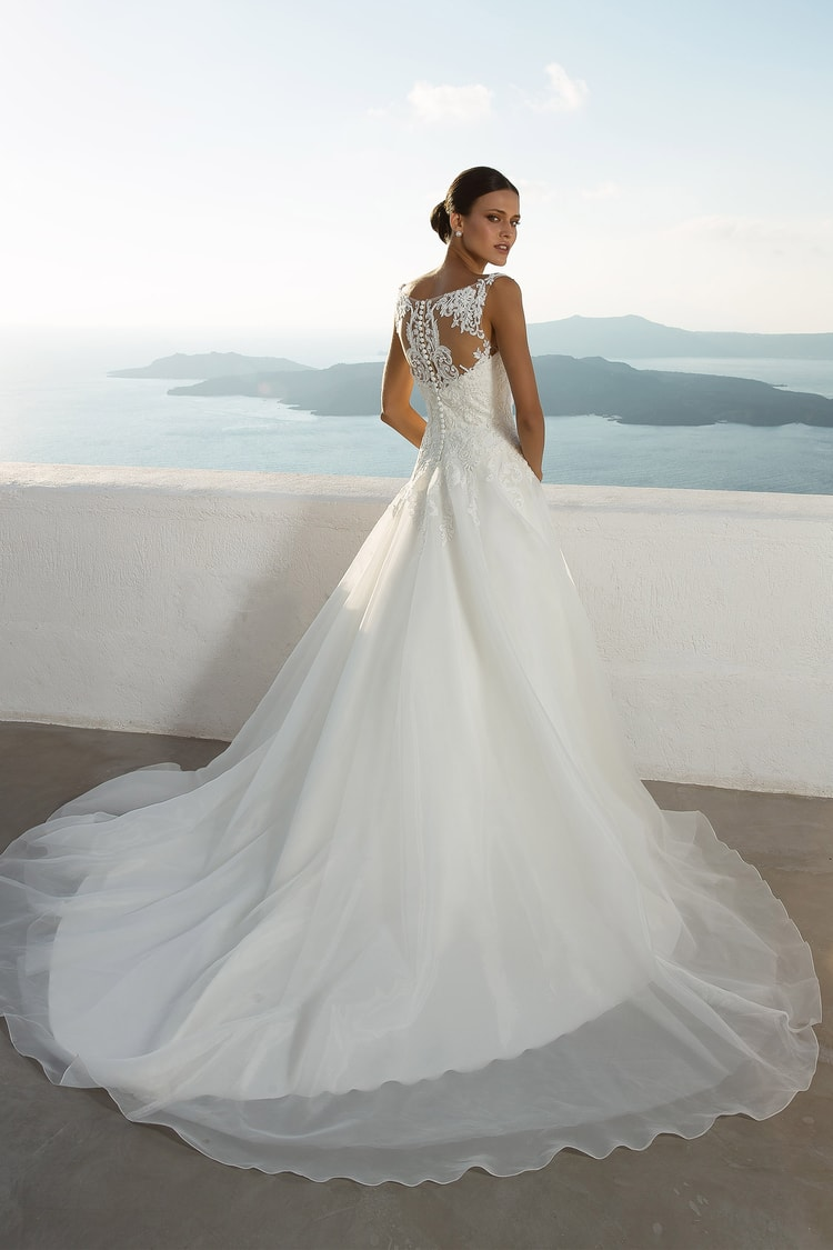 2018 destination wedding dresses 24