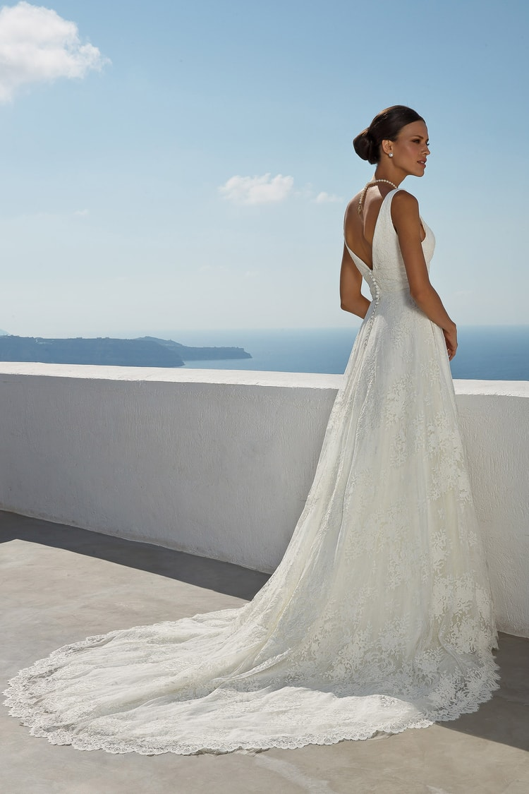 2018 destination wedding dresses 32