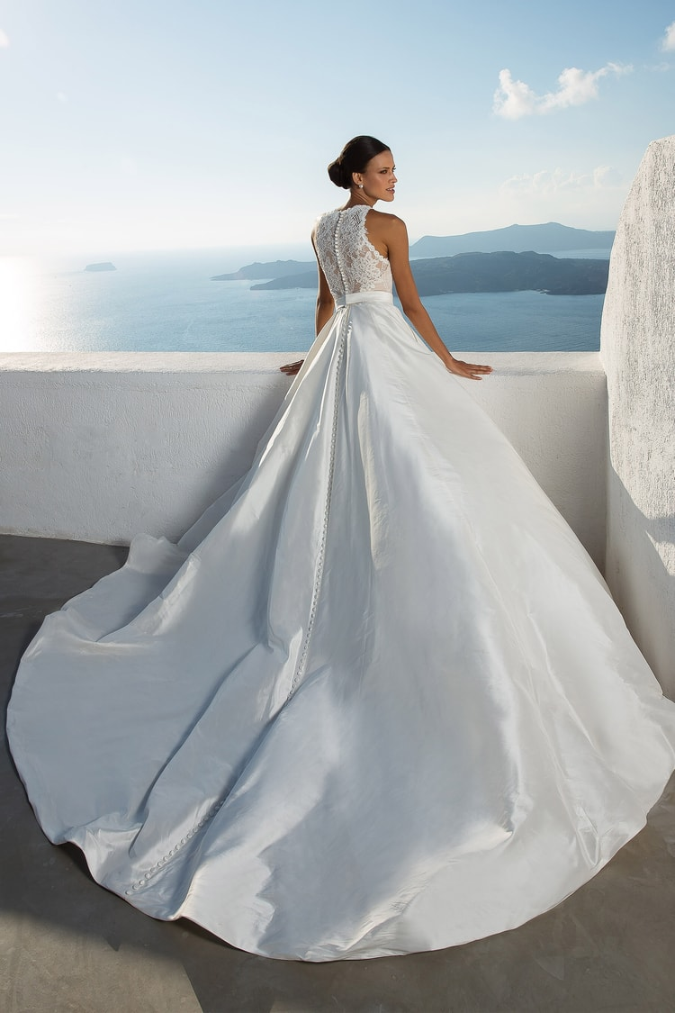 Stunning 2018 Destination Wedding Dresses by Justin Alexander ...