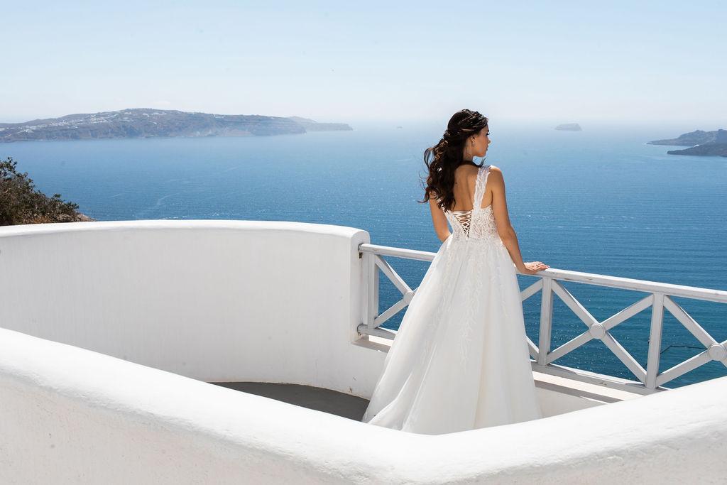 Romantic Santorini wedding 12