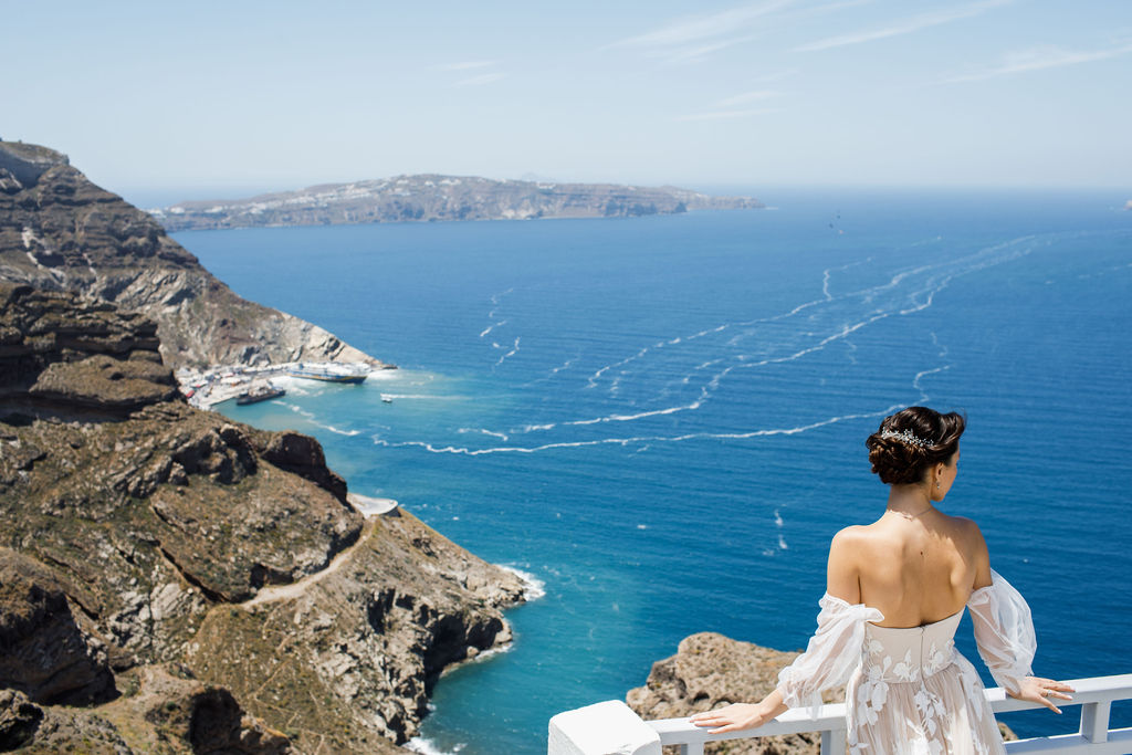 Romantic Santorini wedding 39