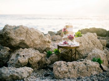 17 Amazing Destination Wedding Cake Designs