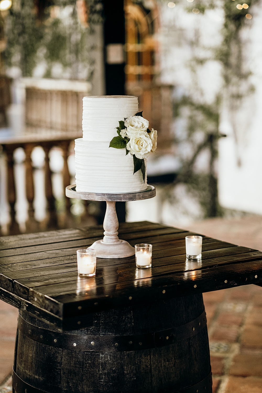 Classic Elegant Wedding Cake with Roses