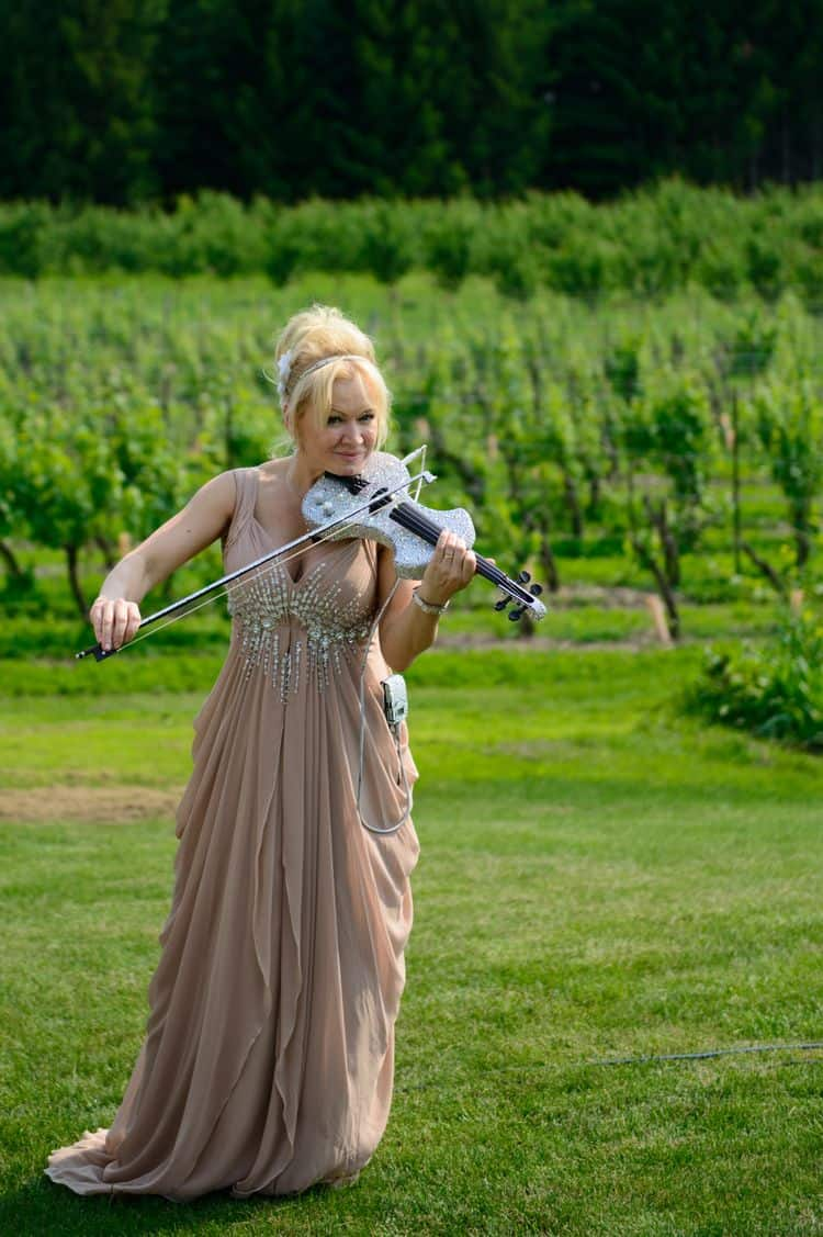 Elena Thompson wedding violinist