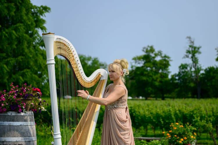 Wedding harpist Elena Thompson