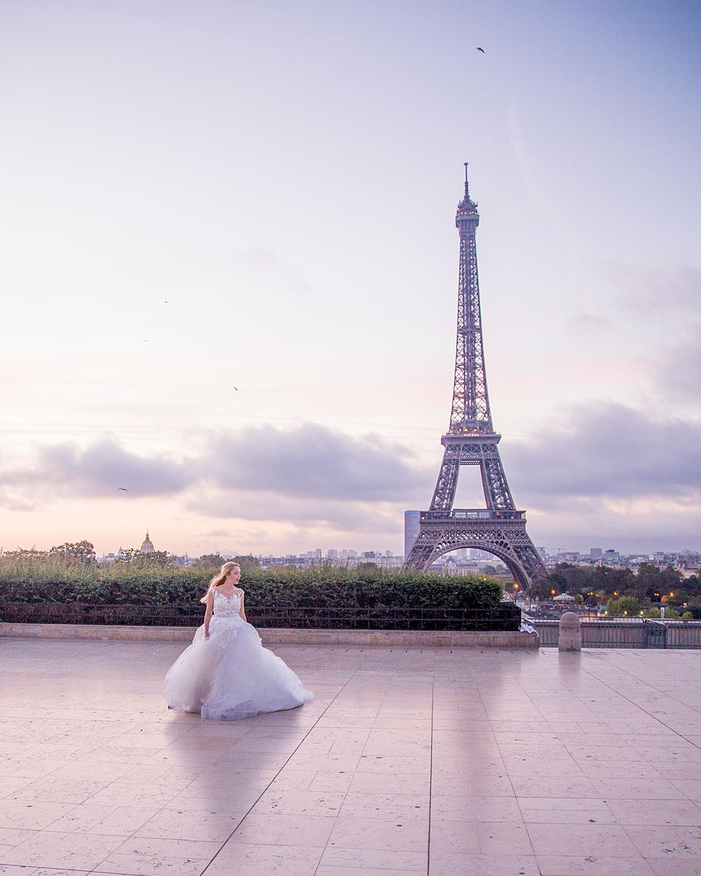 Eiffel Tower Romantic Wedding Photo