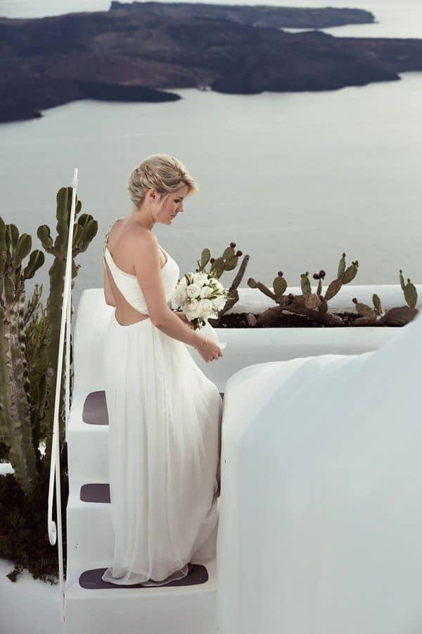 Elopment in the Dreams Luxury Suites in Santorini30