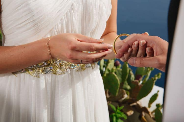Elopement in the Dreams Luxury Suites in Santorini