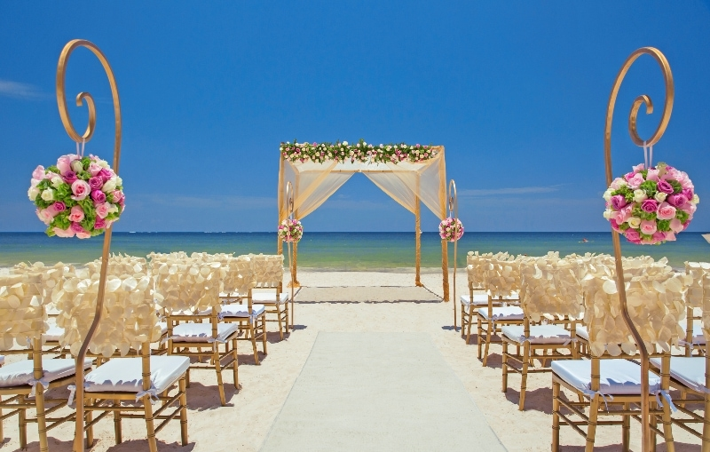 Free destination wedding giveaway Royalton Cancun and Hideaway