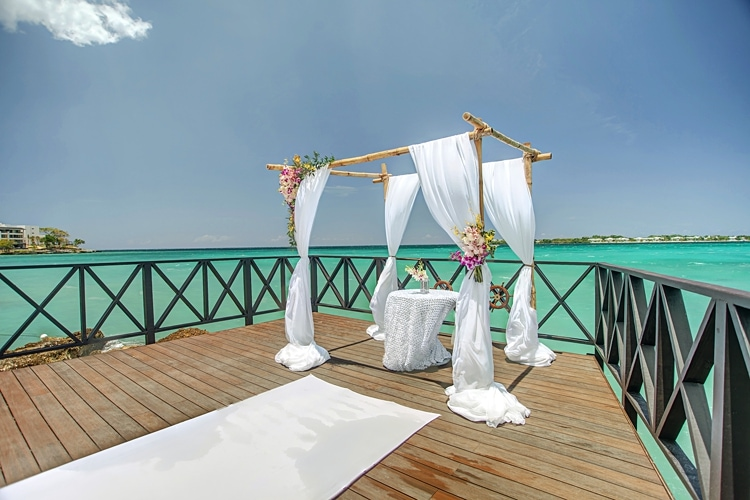 Free destination wedding giveaway Royalton Jamaica  0424