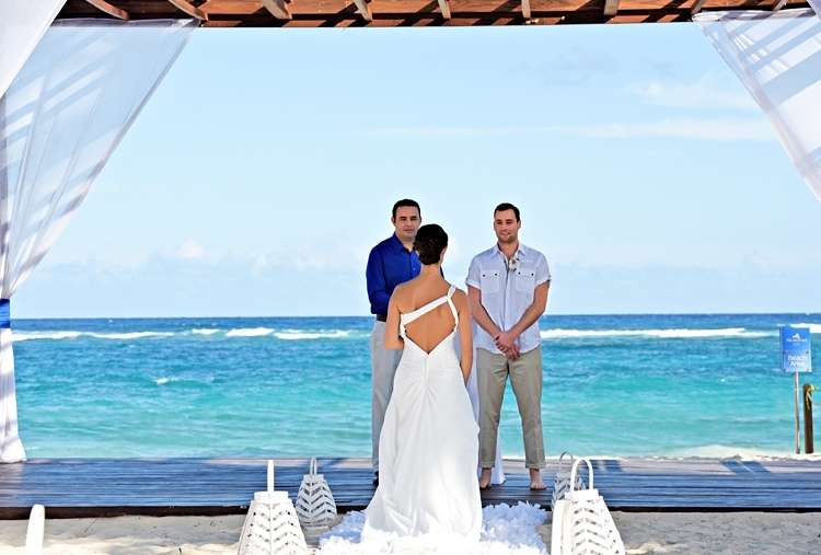 Free destination wedding giveaway Royalton Punta Cana  0430