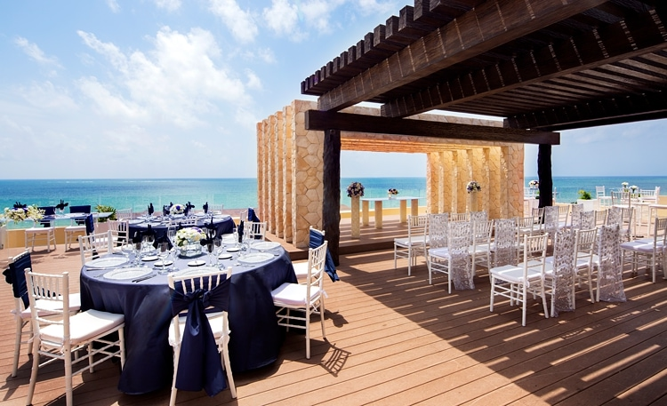 Free destination wedding giveaway Royalton Riviera Cancun  0420