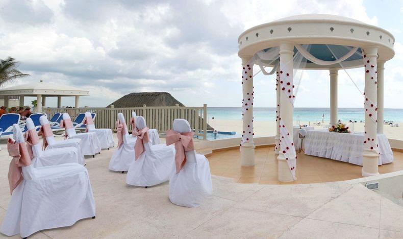 Golden Parnassus cancun wedding 2