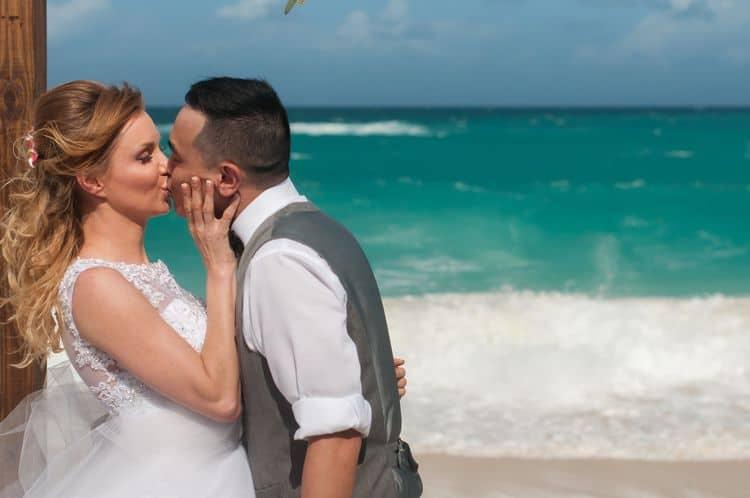 Intimate destination wedding in Nassau 52