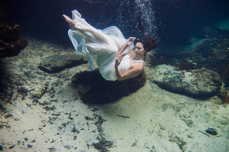 Underwater Wedding Photography 4