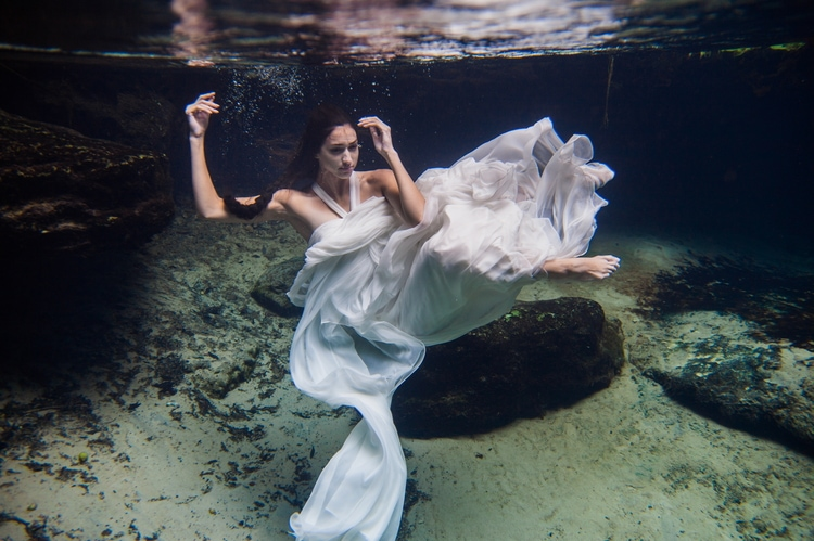 Underwater Wedding Photography 7