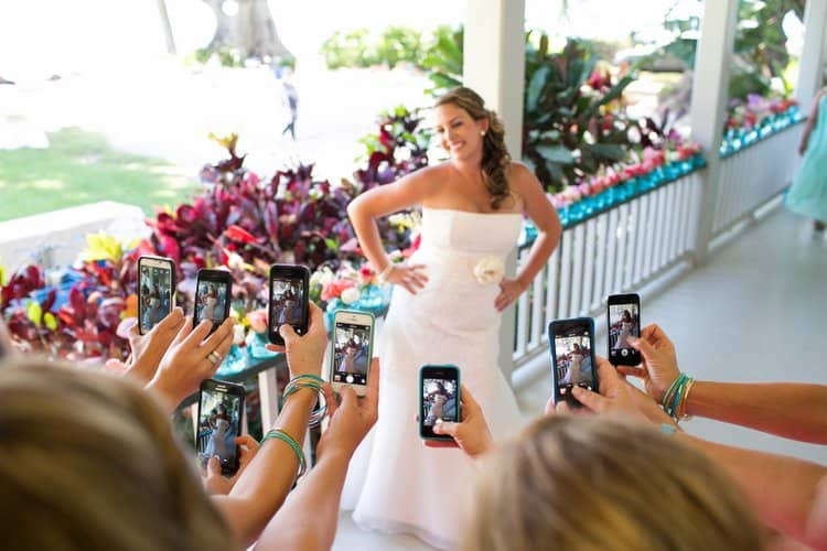 a social media guide to your destination wedding