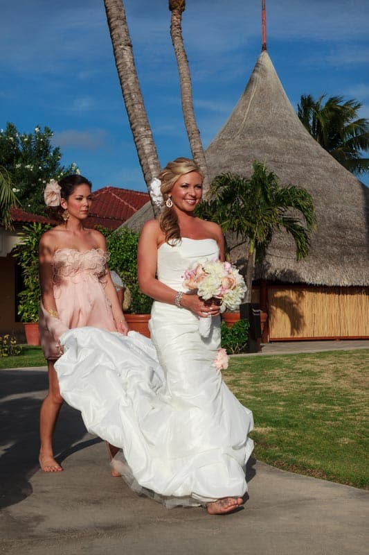 aruba wedding bride walking down aisle