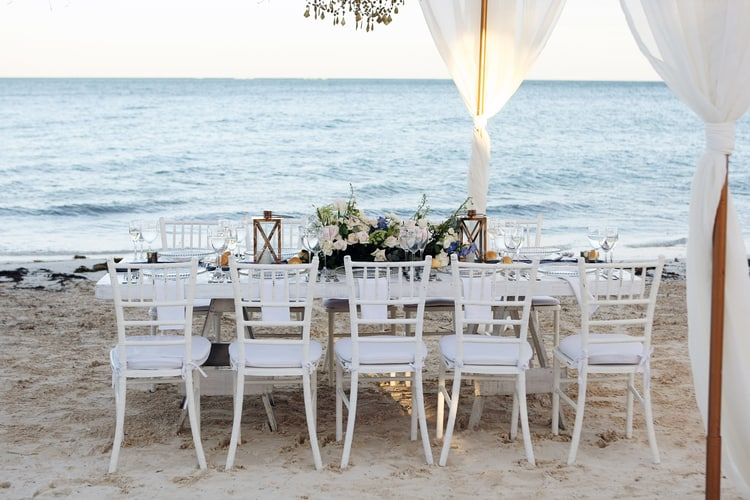 barefoot beach wedding in cancun 41