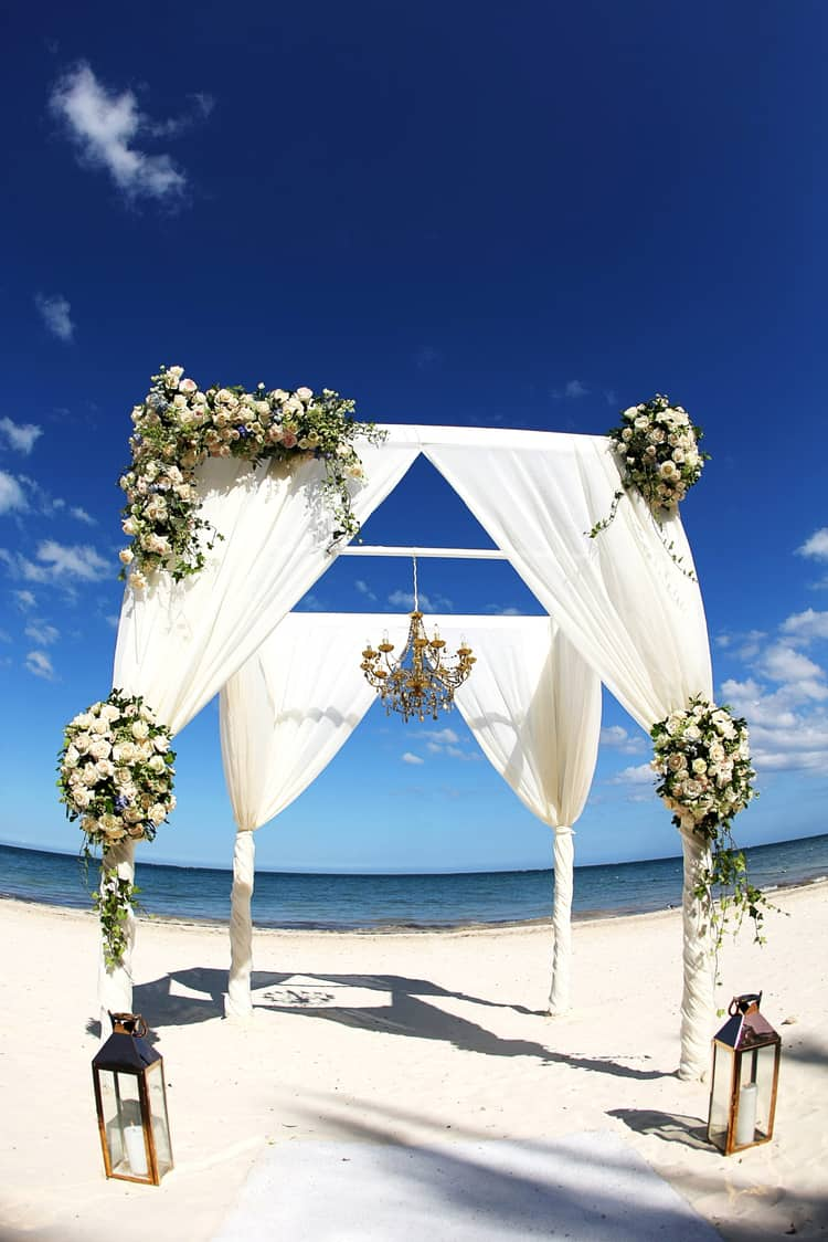 barefoot beach wedding in cancun 89