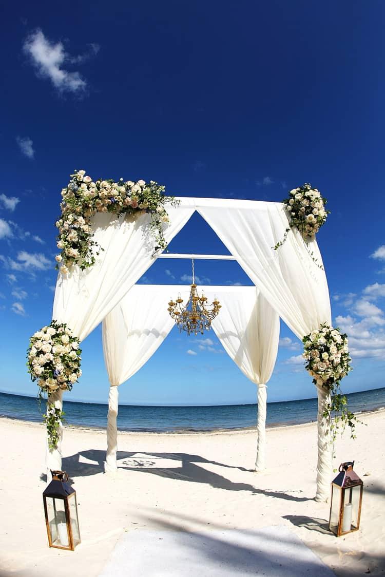 barefoot beach wedding in cancun 89