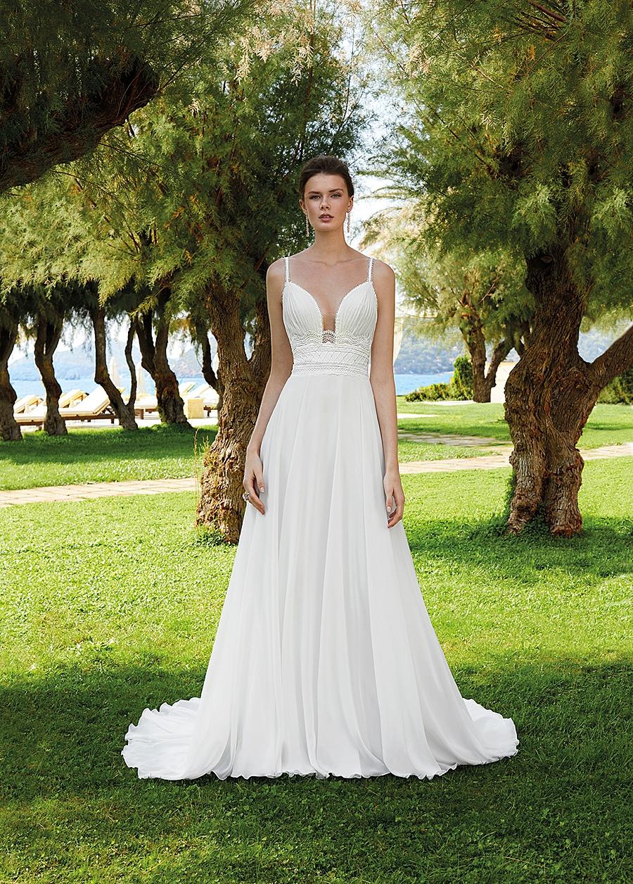 beach wedding attire tips for bride