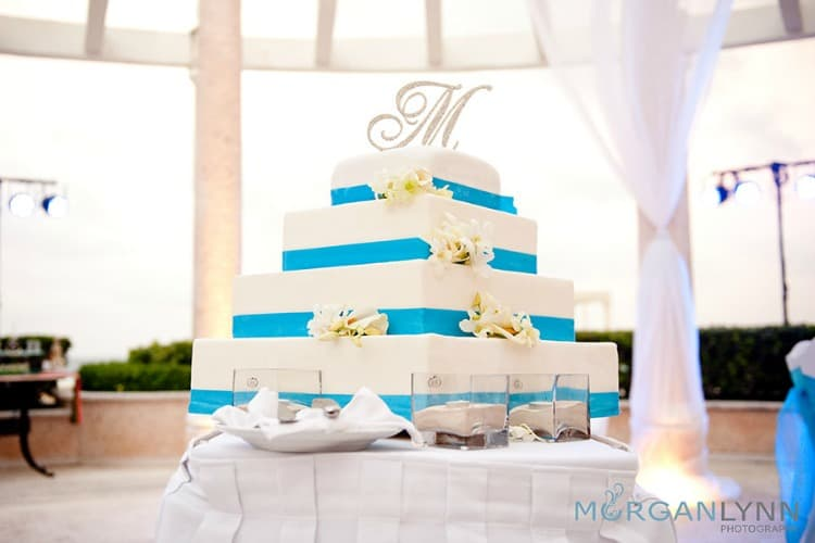 beach wedding cakes featured1