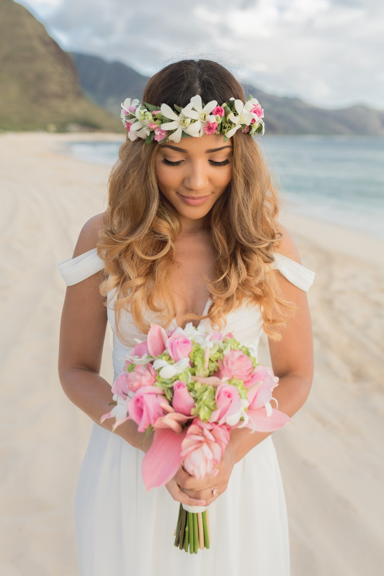 23 gorgeous beach wedding hairstyles from real destination weddings 23 gorgeous beach wedding hairstyles from real destination weddings junglespirit Images
