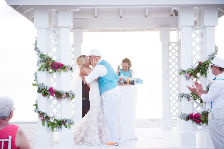 colorful beach wedding in the bahamas 16