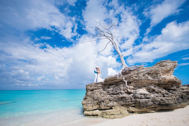 colorful beach wedding in the bahamas 51