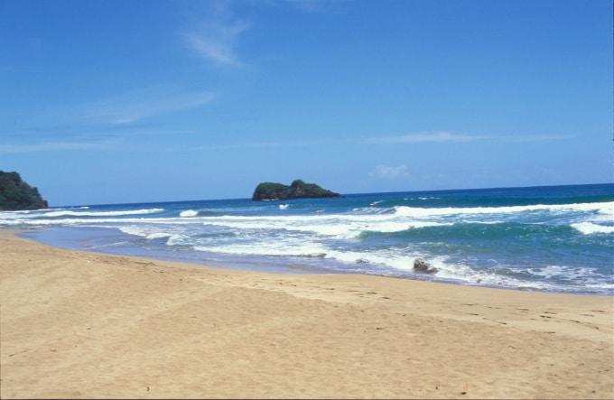 costa rica beach wedding in Playa Cocles