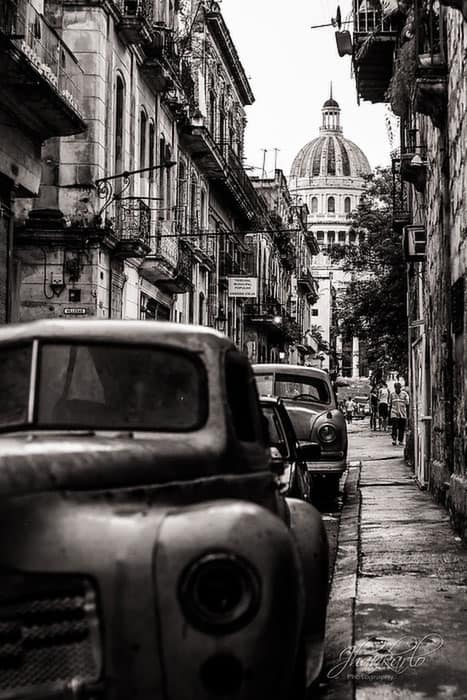 wedding photos in old havana cuba