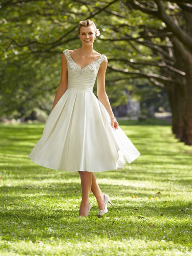 destination wedding dress tips