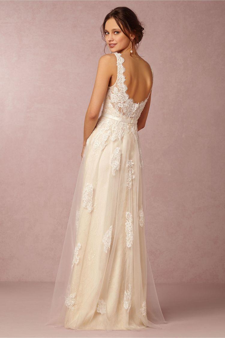 14 Beautiful Wedding Dresses Ideal for a Destination Wedding ...