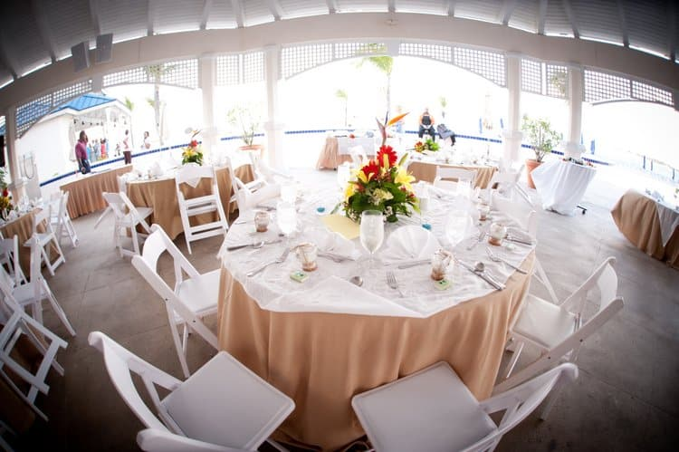 Destination wedding in Nassau, Bahamas