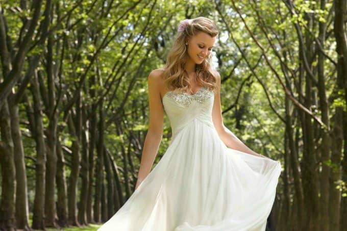 5bda0806243 Guide to Destination Wedding Dresses