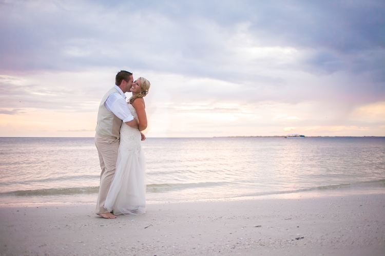 pink shell resort wedding 32